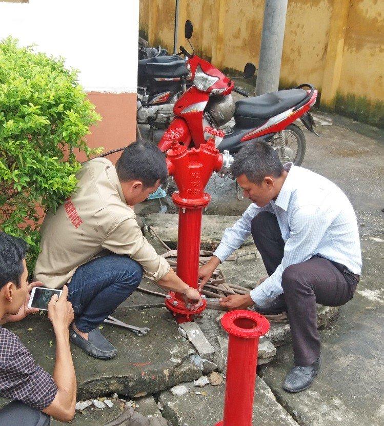 Lắp đặt trụ chữa cháy ngoài trời – Công trình: Nhà máy sản xuất bột nhựa VINACOM 3H – KCN Tiên Sơn, Hoàn Sơn, Bắc Ninh